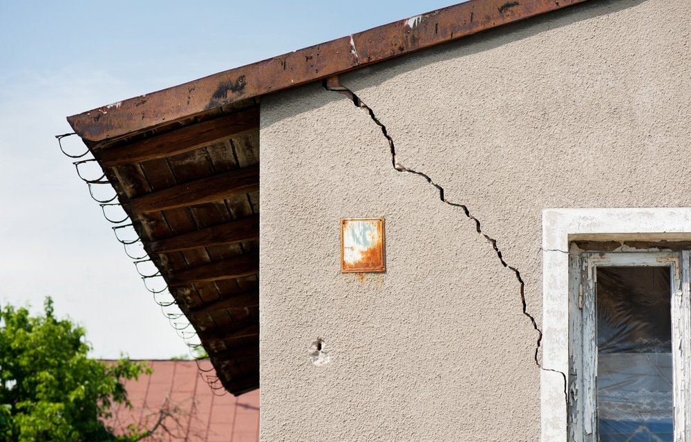cracked wall defects reports